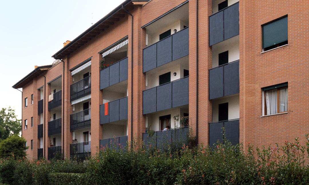 2003 - Edificio residenziale con 36  appartamenti in Via Viale Diaz ad Arzignano (VI). APM (Albiero, Faresin, Sbalchiero)